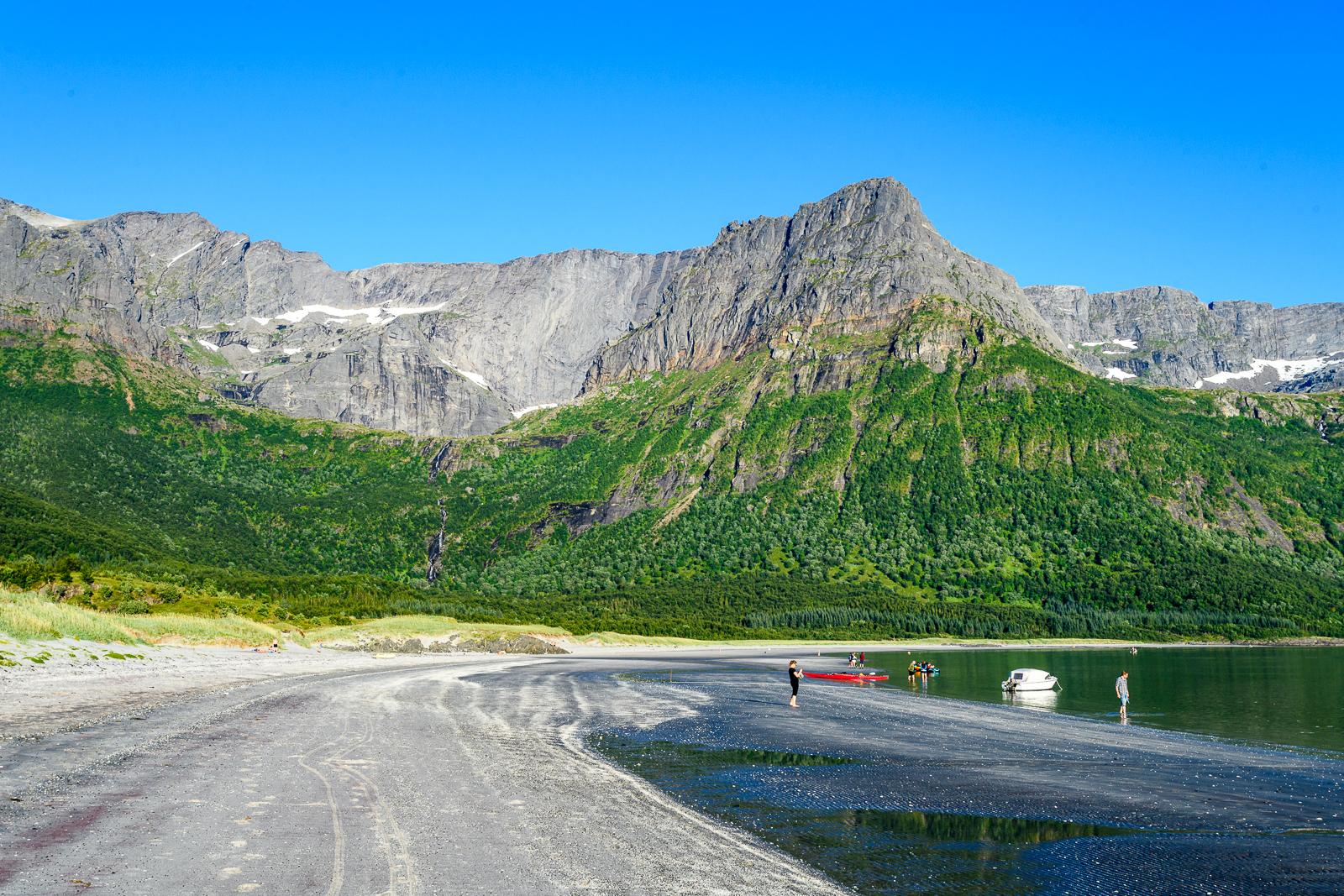 Kayaks at Brennviksanden, Steigen